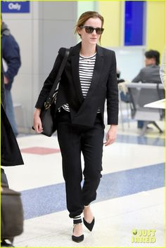 emma watson turns 25 looks super chic at jfk 03 Emma Watson shows her stripes while arriving on a flight at JFK Airport on Monday (April 20) in New York City.     The 25-year-old actress was accompanied by a close…