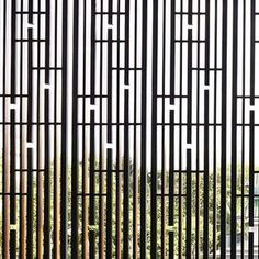 Ideas For Screen Architecture Facade Architects Timber Screens, Privacy Screen Outdoor, Timber Windows, Window Screens, Wooden Windows, Window Grill Design, Screen Design, Facade Design, Wooden Screen