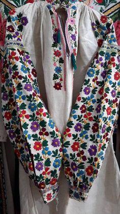 Ukrainian traditional embroidery Polish Embroidery, Summer Dresses Sale, Arabic Dress, Half Sleeve Dresses, Folk Costume, Textiles, African Fashion Dresses, Clothing Patterns, Folk Clothing