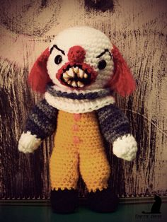 pennywise amigurumi by ~fayettedream on deviantART. Yikes. This is very scary and cool.