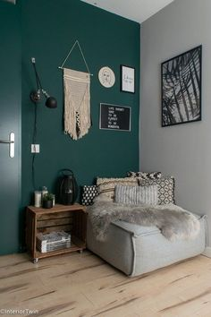 moderne zithoek met quiet clearing diepgroene verf histor - My list of the best classic cars Living Room Green, Bedroom Green, Green Rooms, Bedroom Colors, Home Bedroom, Home Living Room, Living Room Designs, Living Room Decor, Living Room Colors