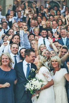 Amazing 50+ Best Family Wedding Photo Ideas https://weddmagz.com/50-best-family-wedding-photo-ideas/