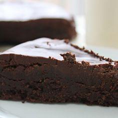 Als je mij een beetje kent, dan weet je dat ik gek ben op chocolade en dan niet per se een chocoladereep, maar met name chocoladebaksels. Daar kun je me eigenlijk altijd wel voor wakker maken. Ik kwam afgelopen weekend dit recept tegen en ik moest en zou het zelf proberen!...
