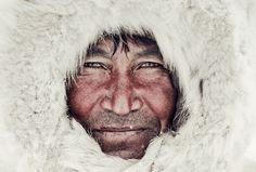 Dieser Mann gehört zu den Nenzen, Nomaden in der sibirischen Arktis.