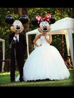 Such a cute idea for a Disney theme wedding photo Perfect Wedding, Our Wedding, Dream Wedding, 1920s Wedding, Trendy Wedding, Wedding Jokes, Wedding People, Wedding Veil, Luxury Wedding