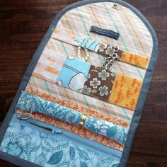 Jewerly Organizer Box Cases Travel 55 Ideas For 2019 Jewelry Roll, Jewelry Case, Jewelry Shop, Sewing Hacks, Sewing Tutorials, Sewing Crafts, Sewing Patterns, Print Patterns, Travel Jewelry Organizer