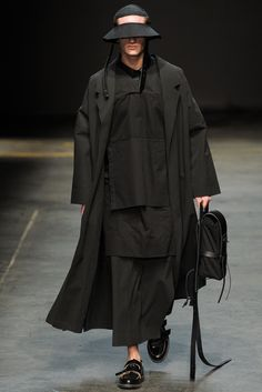 British famous Label Alan Taylor, represented MAN featuring elongated proportions and hand-painted prints, presented their Fall/Winter 2014 at London Fashion Week. Look Fashion, Runway Fashion, High Fashion, Fashion Show, Mens Fashion, Fashion Design, Fall Fashion, Athleisure, Craig Green