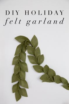 DIY Holiday Magnolia Leaf Felt Garland A simple craft project that you will love to use as holiday decor for years to come. See how to make this DIY Holiday Felt Garland! Christmas Projects, Holiday Crafts, Holiday Fun, Holiday Decor, Felt Projects, Diy Holiday Gifts, Felt Garland, Diy Garland, Garlands