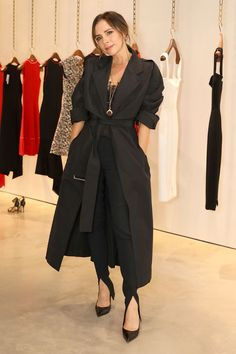 The way Victoria Beckham dresses has transformed since her Spice Girl days. Find out how dress like Victoria Beckham and get her refined style. Victoria Beckham Outfits, Victoria Beckham Style, Victoria Style, Jane Birkin, Celebrity Outfits, Celebrity Style, Celebrity Closets, Latest Outfits, Fashion Outfits