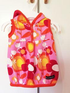 Tunika med huva i tyget Fields rosa med orange mudd. Stajl av Sandra.