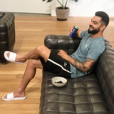 Buzzzfly brings for you the facts which are related to the Virat Kohli life. Here you get the Virat Kohli photo, unique facts in Hindi, Virat Kohli brand val. High Definition, Virat Kohli And Anushka, Virat Kohli Wallpapers, Bollywood Funny, Cute Funny Quotes, Just A Game, Photography Poses For Men, Anushka Sharma, Best Youtubers