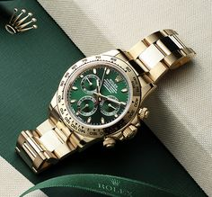 The Rolex Cosmograph Daytona stands as a living legend among chronographs. This precious interpretation uses 18ct yellow gold down to the most subtle details. In addition to the case and bracelet, the hands, the indices and the dial plate itself are also made of solid 18ct gold. Even the green colour coating of the dial is obtained by a special process using gold.
