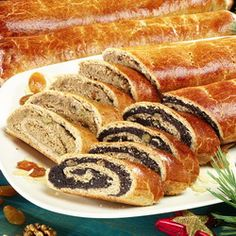 Bejgli (say: bey-glee) fine pastry rolls filled with poppy seed or walnut. Traditional Christmas dessert in Hungary. Hungarian Cuisine, Hungarian Recipes, Hungarian Food, World Recipes, My Recipes, Traditional Christmas Desserts, Good Food, Yummy Food, Polish Recipes