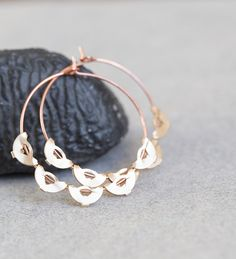 Modern, simple and original design - lightweight boho style rose and yellow gold plated scalloped hoops earrings.  Rose gold plated brass hoops are 30 mm in diameter.  Keep handmade jewelry away from water, perfume or any other chemicals as this can tarnish. Store in a clean and dry place, wipe only with a soft cloth. Find more modern earrings in my Earrings section: https://www.etsy.com/shop/daimblond?section_id=6804325   ♥ Thank you for looking! ♥  ♥♥♥♥♥♥♥♥ Enter my...