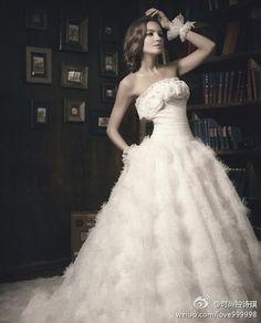 https://flic.kr/p/BDSjNS | Trouwjurken | Wedding Dress, Wedding Dress Lace, Wedding Dress Strapless | www.popo-shoes.nl