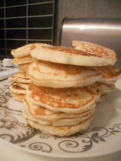 Pancakes sans oeufs  Ingrédients (3 personnes):  250 gr de farine 4 càs de sucre 1 sachet de levure chimique 2 sachets de sucre vanillé 4 càs de beurre fondu lait