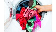 <p>Como lavar as roupas: passo a passo Siga as instruções para lavar suas peças coloridas e evitar manchas e que a cor desbote no processo. 1. Pré-lavagem Quando a roupa está muito suja ou manchada, o ideal é realizar uma pré-lavagem à mão. É importante frisar que a máquina de …</p>