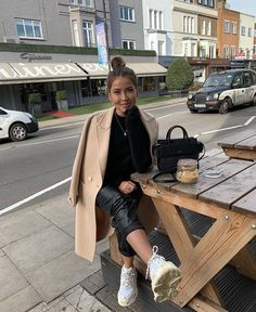 naomigenes Jeans from mango & jacket from zara💕 Trendy Outfits, Cute Outfits, Fashion Outfits, Womens Fashion, Fall Winter Outfits, Autumn Winter Fashion, Casual Winter, Naija, Look Office