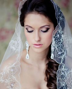 Glossy-Lips-for-Bridal-Makeup-Ideas.