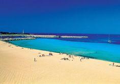La bellisima #spiaggia di San Lo Vito a pochi minuti di auto.. www.palmbeachhotel.it #SicilyHoliday #HolidayExperience