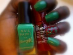 As it's the week running up to Christmas Day (I still can't believe it), I thought I'd paint my nails red and green. After all, no other colours scream X-mas like these two. I applied two coats of Bourjois' 'Rouge Escarpin' on the ring finger of each hand and then two coats of Barry M's 'Spring Green' on the other fingers. Using my eBay dotting tools (post >>here<<), I put green dots on top of the red polish. Ah, I feel Christmassy already. What Christmas-themed nails are you/ will