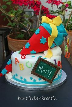 Cake for school start …. cake for school start … - Parenting Quinoa Recipes For Kids, Easy Meals For Kids, Cake Recipe For Decorating, Cake Decorating Classes, Fondant Cake Toppers, Fondant Cakes, School Cake, Nutella Recipes, Crazy Cakes