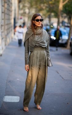 Paris fashion week: the street style set offer lessons in autumn dressing Best Street Style, Street Style Outfits, Autumn Street Style, Street Style Women, Paris Fashion Week, Fall Fashion Trends, Autumn Fashion, Fashion Ideas, Cute Fashion