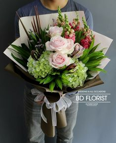 No link, but I think I can do this. Beautiful Bouquet Of Flowers, Beautiful Flower Arrangements, Floral Arrangements, Beautiful Flowers, Wedding Flowers, Bouquet Wrap, Gift Bouquet, Hand Bouquet, How To Wrap Flowers