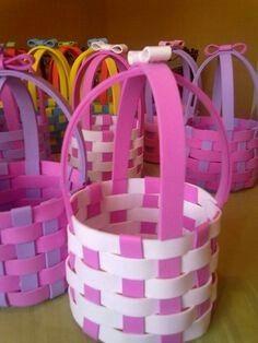 Dia de la madre Foam Crafts, Diy Arts And Crafts, Crafts For Kids, Diy Crafts, Basket Crafts, Diy Ostern, Foam Sheets, Easter Baskets, Diy Flowers