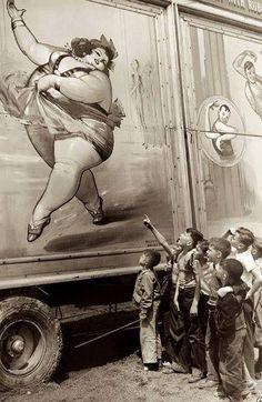 Vintage circus sideshow photo - The Fat Lady Vintage Pictures, Old Pictures, Vintage Images, Old Photos, Old Circus, Night Circus, Circus Train, Circus Book, Dark Circus