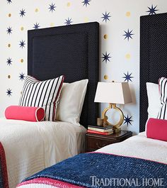 Instead of applying wallpaper, easily removable star and circle decals adorn the walls behind the beds. - Photo: Werner Straube / Design: Kathy Sandler