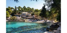 Du lac de Côme aux criques turquoise de l'Adriatique en passant par la mer Méditerranée, cap sur cinq hôtels charmants, les pieds dans l'eau, plantés un peu partout à travers l'Europe. Des adresses intimistes qui deviennent de véritables must-do pour ceux qui s'apprêtent à voyager à deux cet été 2017.