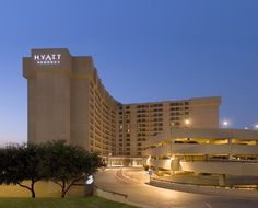Hyatt Regency Dfw International Airport Texas This Area Hotel Offers Complimentary Transfer Service To And From All Terminals