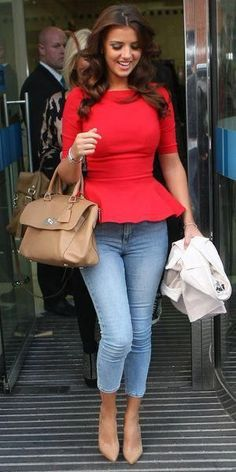 Love the peplum top with cropped jeans look. Hmmm --- Lucy was looking rather hot in this bright red peplum top, cropped skinny jeans and nude heels! Pastel Outfit, Look Fashion, Fashion Outfits, Womens Fashion, Female Fashion, Hijab Fashion, Fashion Tips, Red Peplum Tops, Peplum Shirts