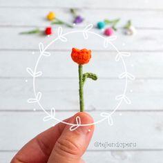 Con 3 puntos popcorn podemos hacer un tulipán perfecto 🌷 Muy fáciles de hacer 🙌 #crochet #tulips #tulipanes Crochet Flowers, Bobby Pins, Hair Accessories, Dolls, Instagram, Tela, Amigurumi, String Art, Knit Bag
