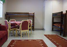 HUONE 2 (33 m²) Huoneess 6+2 vuodepaikkaa (mahdollisuus lisävuoteisiin), käytössä keittiö ja peseytymistilat