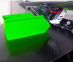 """Der Blackbelt 3D-Drucker besitzt ein ganz besonderes Design, er Druckt die Objekte weder von Oben nach Unten noch umgekehrt. Die """"Z-Achse"""" ist nämlich schr"""