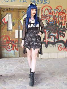 Hipster Grunge, Poses, Indie Fashion, Goth, Punk, Ideas, Beautiful, Style, Figure Poses