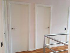 pintar las puertas de casa Armoire, Tall Cabinet Storage, Furniture, Home Decor, Ideas, Diy, Paint Interior Doors, White Doors, Painted Doors