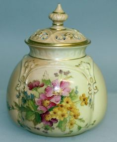 A ROYAL WORCESTER BLUSH POTPOURRI AND COVER.