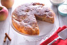 La torta allo yogurt e mele senza uova, è il dolce adatto a chiunque vuole preparare un buon dolce senza utilizzare le uova. Ottima per la merenda!