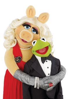 Kermit and Miss Piggy Gallery Piggy Muppets, Les Muppets, Kermit And Miss Piggy, Kermit The Frog, Bubble Drawing, Sapo Meme, Frog Wallpaper, Muppets Most Wanted, The Muppet Show
