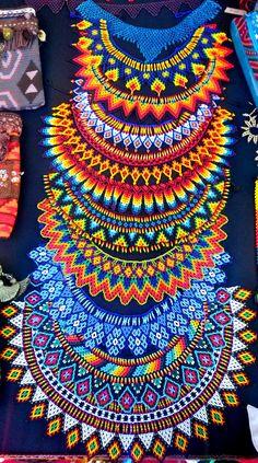 collares de piedras chaquiras realizados por la tribu Embera de Colombia... @ipuanabarcelona www.ipuanabarcelona.com