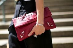 Fashion Week Street Style: The Best Bags from the Spring 2014 Shows - theFashionSpot Street Style Shoes, New York Fashion Week Street Style, Ny Fashion Week, Street Chic, Street Fashion, Winter Fashion Outfits, Fashion Bags, Fashion Trends, Women's Fashion