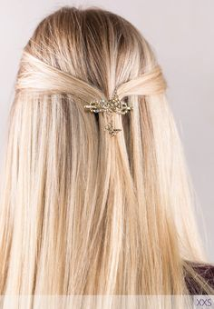 Elegant and charming! Felicite Flexi Clip ~ A gorgeous filagree butterfly duo in gold with clear crystal. This isn't your average barrette. It's beautiful, it's comfortable, it's durable, it's jewelry for your hair! Available in 7 sizes while supplies last. Flexi of the Month April 2017