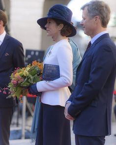 4 October 2016 - The Danish Royal family attends the opening of the Parliament - clutch by Quidam