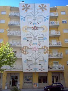 """Avenida de Espanha - Pr dios dos """"Bordados de Castelo Branco"""" Castelo Branco - Portugal www.fotothing.com412 × 550Pesquisar por imagens Portugal CasteloBranco Azulejos - azulejos castelo branco, portugal - Pesquisa Google"""