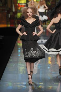 Christian Dior Spring 2009 Couture Collection Slideshow on Style.com