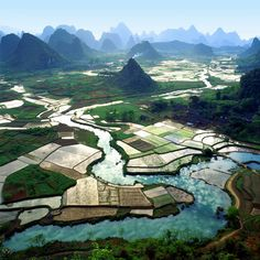 Guilin is one of the most famous tourist destinations in Guangxi Guilin, Places Around The World, The Places Youll Go, Places To See, Around The Worlds, Chinese Landscape, China Travel, India Travel, Belle Photo