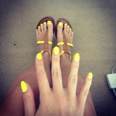 Yellow nails. Great for rainy gloomy summer days